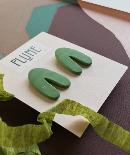ELĪNA PLŪME Free Shaped Stud Arch Earrings | Green