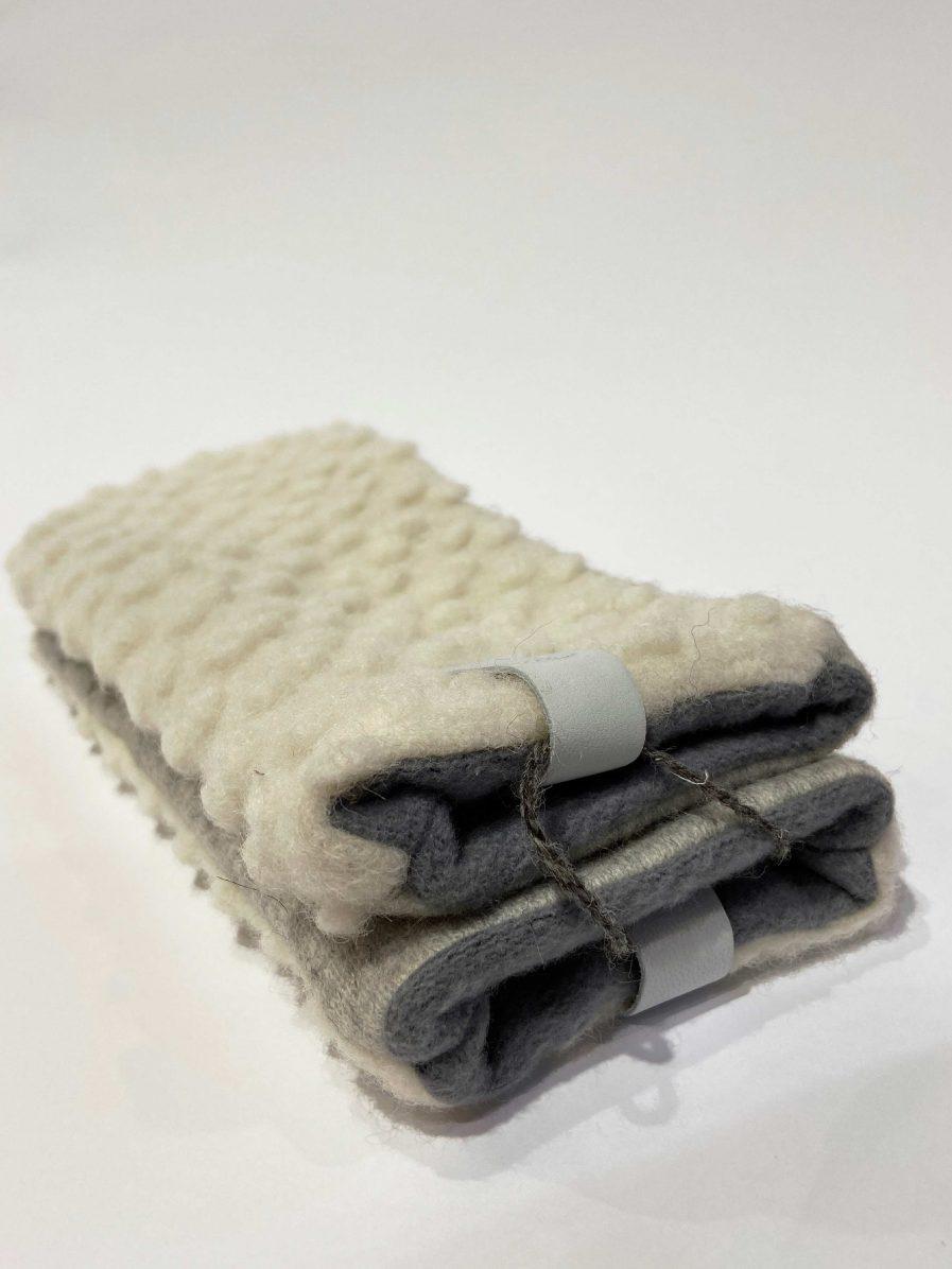 SARMA Gloves Light White Dotted