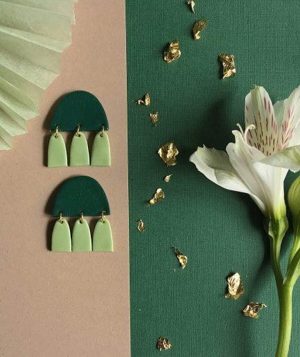 PLUME Nokareni Auskari Ar Pušķiem Smaragdzaļi + Zaļi