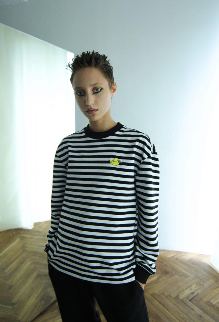 Schastia Zdorovia svītrains džemperis ar Pīli | Melns